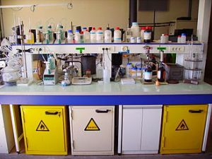 Bench in a chemistry lab (Courtesy Wikimedia Commons).