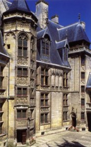 Jacques Coeur's palace in Bourges (Courtesy 37-online.net, Loire Valley tourism site)