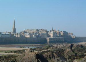 Saint-Malo, Brittany. (Courtesy Antoine Declerck, via Wikimedia Commons).