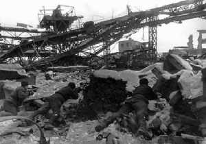 Soviet soldiers at Stalingrad, ca. 1942 (Courtesy Wikimedia Commons, public domain in the U.S.)