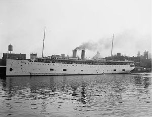 S.S. Eastland, ca. 1911. (Detroit Publishing Co., Library of Congress via Wikimedia Commons).