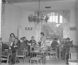 Royal Air Force canteen, occupied Germany, 1946 (Courtesy Wikimedia Commons).