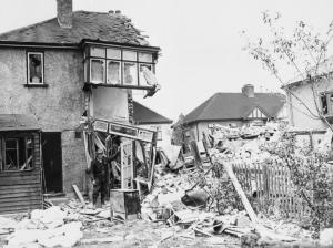 A London house bombed in 1940 (Courtesy Imperial War Museum, public domain).