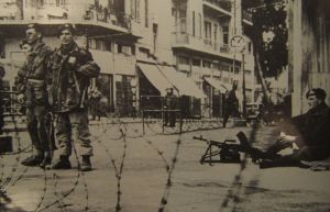 British paratroopers enforce a curfew in Tel Aviv, 1946-47 (Courtesy United Kingdom Government, via Wikimedia Commons)