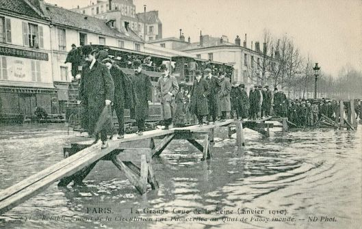 Quai de Passy, Paris, during the flood of 1910 (Courtesy Wikimedia Commons)
