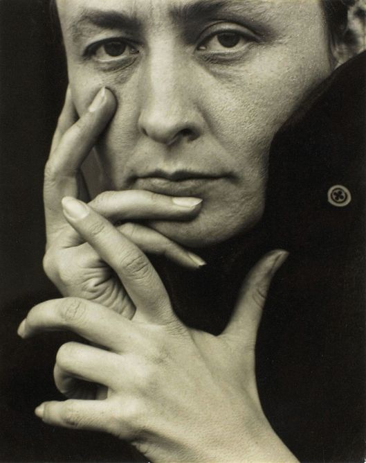 Georgia O'Keeffe, photographed by Alfred Stieglitz, 1918 (Courtesy Wikimedia Commons; public domain)
