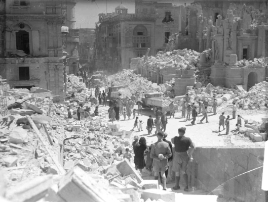 Bomb damage in Valletta, Malta, May 1942 (Courtesy Wikimedia Commons).